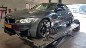 BMW M4 Cabriolet 2015 uitlijnen