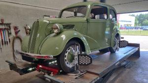 Ford Anglia 1949 uitlijnen