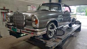 Mercedes-Benz 220SE Coupe 1962 uitlijnen
